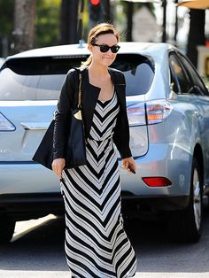 Olivia Wilde has my dream summer dress! Everyday Casual Outfits, Trendy Summer Outfits, Summer Dresses, Striped Maxi Dresses, Cute Dresses, Pretty Clothes, Pretty Outfits, Spring Summer Fashion, Autumn Winter Fashion