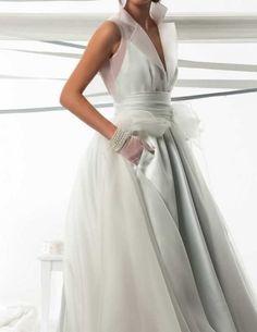 An idea for over layer Princess Wedding Dresses, Bridal Dresses, Wedding Gowns, Bridal Collection, Dress Collection, Yes To The Dress, Glamorous Wedding, White Fashion, Beautiful Dresses