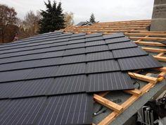 Die auf dem Dach verlegten PV-Dachschindeln.