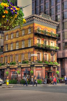 The Albert in Victoria, London is a traditional British pub serving cask ales and freshly cooked traditional pub food.