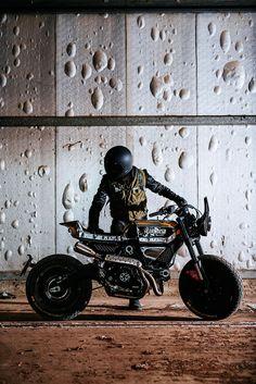 Ducati recently showcase three custom version of its new Scrambler at the 2015 Verona Motor Bike Expo. These sweet looking custom machines were designed by the Moto Scrambler, Ducati Scrambler Custom, Custom Motorcycles, Custom Bikes, Cafe Bike, Cafe Racer Motorcycle, Classic Motorcycle, Motorcycle News, Motorcycle Helmets