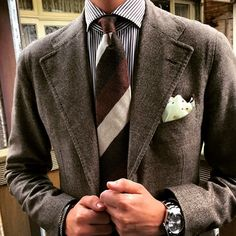 "The beauty of a Viola Milano ""Brown Stripe"" 100% cashmere tie… Jacket: La Vera Sartoria Napoletana by @pinoluciano - Shirt: Cesare Attolini - Watch: Rolex - Pocket Square: Viola Milano - Bracelets: Viola Milano Buy all online today at..."