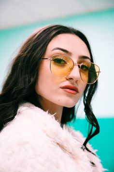 woman in white fur coat wearing gold framed aviator sunglasses photo – Free Kimball Image on Unsplash Round Sunglasses, Mirrored Sunglasses, White Fur Coat, Hd Photos, Free Images, Cool Girl, Jordans, Womens Fashion, How To Wear
