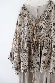 라르니에 정원 LARNIE Vintage&Zakka Street Hijab Fashion, Abaya Fashion, Skirt Fashion, Boho Fashion, Fashion Dresses, Moslem Fashion, Hijab Fashionista, Romantic Outfit, Asymmetrical Tops