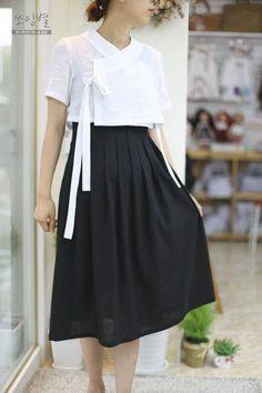 Korean Traditional Clothes, Traditional Dresses, Korean Dress, Korean Outfits, Korea Fashion, Japan Fashion, Kimono Fashion, Fashion Dresses, Modern Hanbok