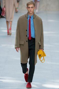 Assim como Ju Ali, também escolhi o desfile da Burberry Prorsum em Londres como o melhor de todos. As apresentações para homens são reduzidas porque existe uma temporada masculina, esse é o motivo de vermos poucos desfiles na semana de moda feminina. Mas a marca londrina marcou presença e mostrou por que faz sucesso até …