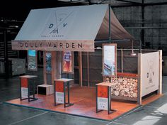 Natural trade show booth design using recycled materials