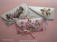 ru/ Name of artist is written below Quilling Videos, Quilling Tutorial, Quilling Paper Craft, Quilling Flowers, Paper Crafts, Fancy Envelopes, Handmade Envelopes, Gift Envelope, Envelope Design