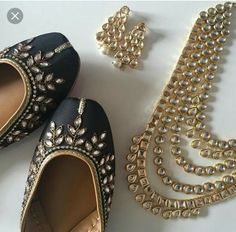 These Punjabi jutti's are specially crafted to give you comfort and a fashionable look. These jutti's make you look classy and stylish. Intricate hand embroidery of gold beads and white pearls covering the entire jutti. Indian Shoes, Indian Jewelry, Fashion Shoes, Fashion Jewelry, Punjabi Fashion, Asian Fashion, Beaded Shoes, Indian Accessories, Espadrilles