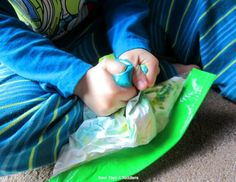 Would like to put together a color mixing activity without all the mess that comes with it? Try shaving cream color mixing sensory bag! Toddler Sensory Bins, Sensory Activities Toddlers, Sensory Bags, Motor Skills Activities, Preschool Learning Activities, Indoor Activities For Kids, Infant Activities, Toddler Preschool, Sensory Play