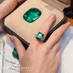 """A beautiful picture of """"The Imperial"""". The Imperial Emerald is the rarest emerald to date and is one of the most precious gemstones to ever exist. A 206 carat gem quality unenhanced Colombian emerald is a true anomaly in nature. Emeralds are sought-after Emerald Jewelry, Gems Jewelry, Jewelry Art, Antique Jewelry, Jewlery, Emerald Stone, Emerald Diamond, Solitaire Diamond, Minerals And Gemstones"""