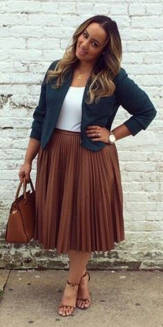 5 stylish ways to wear a plus size pleated skirt as a plus size girl. For more inbetweenie and plus size style ideas, go to http://www.dressingup.co.nz