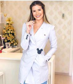 Doctor White Coat, Doctor Coat, Stylish Scrubs, Beautiful Nurse, Scrubs Outfit, Nurse Bag, Medical Design, Work Uniforms, Uniform Design