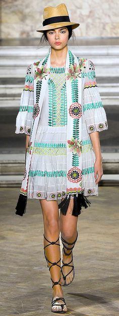 Highlights from LFW: Temperley London Spring 2016 — Très Haute Diva Tribal Fashion Outfits, Runway Fashion, Fashion Models, Fashion 2016, High Fashion, Model Legs, London Spring, Feminine Style, Feminine Fashion