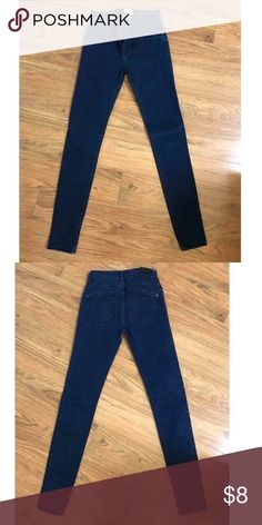 """Rvca skinny jeans Skinny jeans size 26 but fits like size 25.  30"""" inseam, 9"""" front rise; 12.5"""" back rise.  Like new condition.  Washed once and line dried RVCA Jeans Skinny"""