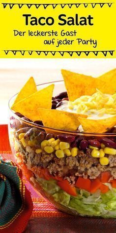 Ein echter Klassiker, der bei jeder Party gut ankommt ist dieser leckere Schic… A real classic that goes down well with every party is this delicious layered salad with tacos Taco Salad Recipes, Mexican Food Recipes, Ethnic Recipes, Brunch Recipes, Snack Recipes, Healthy Recipes, Drink Recipes, Healthy Foods, Tartiflette Recipe