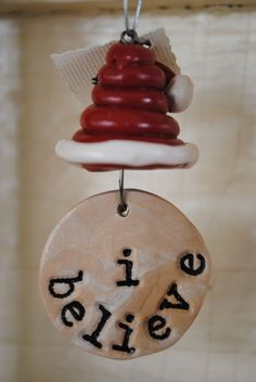 Handmade Christmas ornament - 'I Believe' with Santa Hat - Polymer clay - Winter Craft idea Fimo Clay, Polymer Clay Projects, Polymer Clay Creations, Biscuit, Polymer Clay Christmas, Creation Deco, Play Clay, Christmas Crafts, Christmas Ornaments
