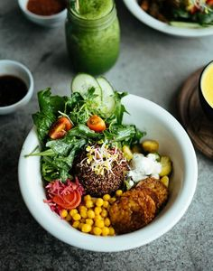 vegan falafel bowl /  vegan falafel bowl // corn, lettuce, tomato, cucumber