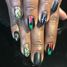 Check out this nail homage to the African Flag and Black Panther mask. Black Nail Designs, Nail Art Designs, Nails Design, Rasta Nails, Punk Nails, Nail Art Wheel, Flag Nails, Black Nail Art, Dipped Nails