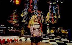 Programa Milk Shake com Angélica #nostalgia - Era o máximo esse programa não perdia nenhum.Todos os sábados à tarde,na extinta manchete.Logo depois eu saia para brincar na rua.Muitas bandas com estilo mais alternativo.Angélica tem uma veia cômica incrível e pouco estimulada na tv.