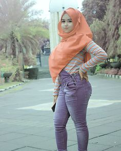 Image may contain: 1 person, standing and outdoor Beautiful Hijab, Beautiful Curves, Muslim Fashion, Hijab Fashion, Hijab Prom Dress, Indonesian Women, Beauty Full Girl, Hijab Chic, Muslim Girls