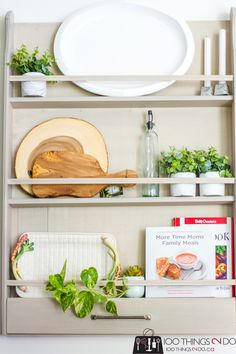 plate racks Learn how to build a wall-mounted DIY plate rack out of scrap wood! Display your heirloom dishes with style with a DIY plate rack with step-by-step plans. Plate Rack Wall, Diy Plate Rack, Plates On Wall, Plate Shelves, Shelf, Decorating Your Home, Diy Home Decor, Decor Crafts, Budget Decorating