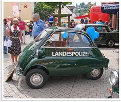 Police cars from around the world Slideshow :: de.autoviva.com
