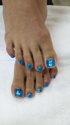 Sparkely beachy blue pedicure. So pretty.