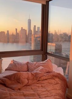 City View Apartment, Dream Apartment, New York Life, Nyc Life, City Aesthetic, Aesthetic Rooms, Apartamento New York, City Bedroom, Beautiful Places To Travel