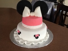 Mini mouse  Between the layers. Sweets by Mandy betweenthelayerstreats@gmail.com