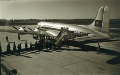 DC-4 Skymaster da T.A.P. sobre Lisboa (A. n/ id., 1955-60) Lisbon Airport, Cidades Do Interior, Fighter Jets, Portugal, Aircraft, Vintage, Airports, Lisbon, Aviation
