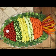 ideas for fruit platter ideas party appetizers veggie tray Party Trays, Snacks Für Party, Luau Snacks, Party Appetizers, Party Platters, Parties Food, Birthday Appetizers, Fruit Party, Fish Party Foods