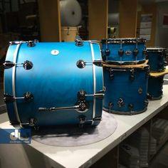 Blue satin over oak Custom Electric Guitars, Custom Guitars, Diy Drums, Drum Sets, Music Games, Van Halen, Indie Music, Soul Music, Animal Quotes