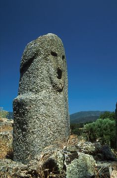 Menhir at Filitosa, Corsica - Strong similarities to the statues in Northern Peru and sculptures in Japan. Ancient Mysteries, Ancient Ruins, Ancient Artifacts, Ancient History, Statues, Art Rupestre, Easter Island, Ancient Civilizations, Prehistoric