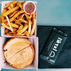 Le régime le régime  #burger #paris #break #office #fries #picoftheday #photooftheday #vsco #vscocam #cool #huffpostgram #yummy #food #foodporn