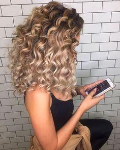 Love these curls and colour van Doruntina Baftiu | We Heart It