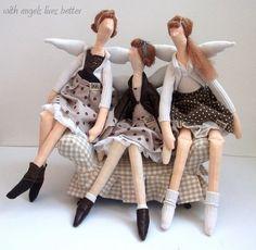 Selección de muñecas tildes mujeres agujas del XVII