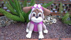Cachorrinha Skie confeccionada em feltro e enchimento de fibra siliconada. <br>Especial para decoração no tema Patrulha canina. <br>Adquira outros personagens no álbum e monte seu kit personalizado.