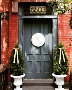 Door decor during the summer can be a drag -- without poinsettas and pinecones, your front door looks bare-bones boring. But wreaths are evergreen! Here are a few DIY wreaths that will keep your door decorated and delightful for a festive summer. Coral Front Doors, Front Door Paint Colors, Best Paint Colors, Painted Front Doors, Front Door Decor, Fall Yard Decor, Fall Door Decorations, Martha Stewart, Monogram Painting