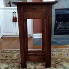 Reader Project: Arts & Crafts Classic End Table - mix. Woodworking Tools List, Woodworking Jointer, Small Woodworking Projects, Custom Woodworking, Woodworking Store, Woodworking Workshop, Diy End Tables, Entryway Tables, End Table Plans