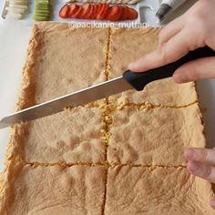 Hayırlı geceler ☺ Çok kolay bir pasta tarifim var Bu şekilde fırın tepsisinde ...