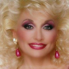 Online shopping from a great selection at Clothing, Shoes & Jewelry Store. Dolly Parton Tattoos, Dolly Parton Wigs, Dolly Parton Costume, Dolly Parton Quotes, Dolly Parton Imagination Library, Dolly Parton Pictures, Burlesque Movie, Barbie Makeup, Coat Of Many Colors