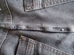 Spectacular Zelf je jeansbroek caught to the waist Zelf je jeansbroek muck in de taille -. Diy Clothes And Shoes, Make Your Own Clothes, Backpack Pattern, Love Sewing, Sewing Projects For Beginners, Sewing Hacks, Sewing Tips, Sewing Patterns Free, Knitting Yarn