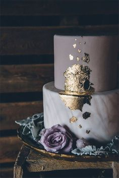 Gold Wedding Cakes mysterious dramatic geode wedding - A mysterious and dramatic geode themed wedding with geode wedding ideas in a rustic barn wedding venue. Mauve Wedding, Dream Wedding, Wedding Cake Purple, Wedding Colors, Floral Wedding, Metallic Wedding Cakes, Pretty Cakes, Beautiful Cakes, Mirror Glaze Cake