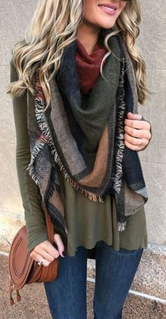 #fall #outfits women's gray and black scarf