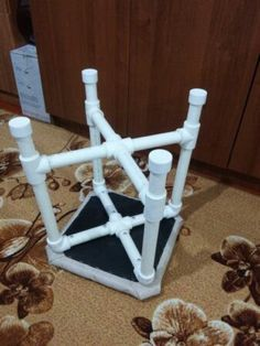 Pvc Pipe Crafts, Pvc Pipe Projects, Home Projects, Diy And Crafts, Pvc Pipe Furniture, Recycled Furniture, Pet Recycling, Pvc Chair, Outdoor Kitchen Patio