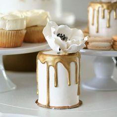Gold Drizzle Mini Cakes