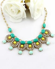 Green Gemstone Gold Diamond Hollow Necklace pictures