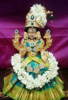 Worship Shodasa Mahalakshmi on an auspicious Karadaiyan Nombu to seek Her blessings along with 16 types of prosperity. Lakshmi Images, Krishna Images, Indian Goddess, Goddess Lakshmi, Lord Balaji, Lord Vishnu Wallpapers, Lord Murugan, Radha Krishna Wallpaper, Shiva Shakti