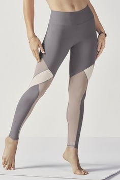 Show off some shimmer in our mixed media leggings with high-shine fabric and breezy mesh panels all in one. Enjoy superior technology with all-way stretch, moisture-control features and UPF sun protection. Mesh Yoga Leggings, Cheap Leggings, Sports Leggings, Gray Leggings, Legging Outfits, Leggings Fashion, Mode Des Leggings, Crop Top And Leggings, Printed Leggings